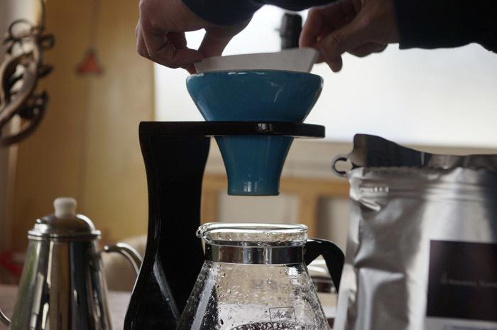 おいしいコーヒーの秘密は、ドリッパーの「穴」にありました | ROOMIE(ルーミー)