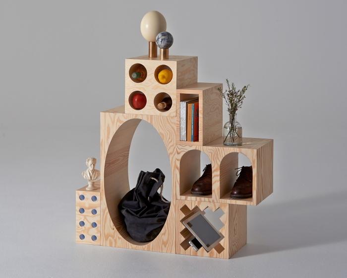 積み木よろしく、25個のブロックを自在に操るシェルフ