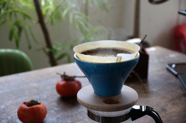 コーヒの味を一番手っ取り早くかえる方法は、「お湯と豆が触れている時間の長さを変えること」。「FUJIコーヒードリッパー」は、コーヒーの濃さに特化したドリッパーです。コーヒーの奥深さにハマりそうな人にぜひ試してほしドリッパー。3