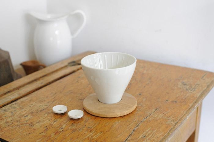 コーヒの味を一番手っ取り早くかえる方法は、「お湯と豆が触れている時間の長さを変えること」。「FUJIコーヒードリッパー」は、コーヒーの濃さに特化したドリッパーです。コーヒーの奥深さにハマりそうな人にぜひ試してほしドリッパー。1
