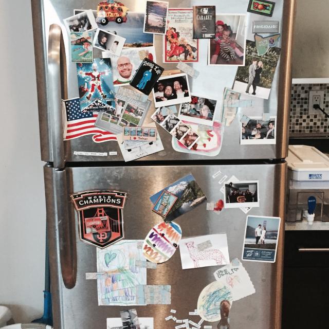 アメリカのニューヨーク・ブルックリンでルームシェアをしてパーティやDJを楽しむ暮らしの冷蔵庫