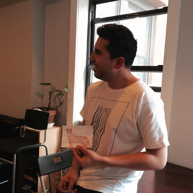アメリカのニューヨークでルームシェアをしてパーティやDJを楽しむ暮らしを送るDaniel Riosさん