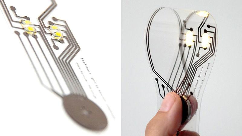 Kyouei Designによるブックマーク、the illuminated bookmarkは、通常の本のしおり同様に極薄で、すでに読み終えたページの目印になるほか、トップ画像のように折り畳むと明るく文字を照らしてくれます_1