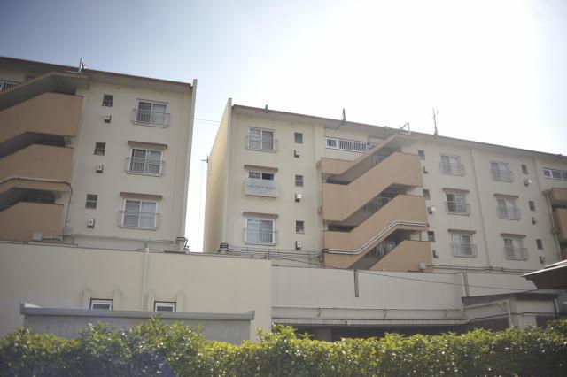 現代美術家の北澤潤と取手アートプロジェクトが、茨城県取手市にある約2,000世帯が居住する井野団地に生み出した「Sun Self Hostel(サンセルフホステル)」は、老若男女30名がゲスト毎に部屋のコーディネートや食事などのサービスを考えて提供する面白いホテルで、電力に太陽光の蓄電池を使用するなど、エコフレンドリーなホテルでもある_2