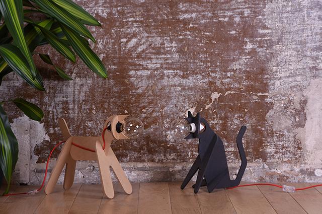 遊び心と実用性を兼ね備えるフランスのデザイナー集団enostudioによるイヌやネコ型のランプ