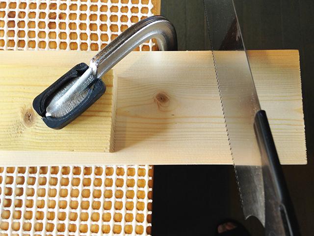 DIYビギナーが買うべき便利な工具である三共コーポレーションのクランプ_2