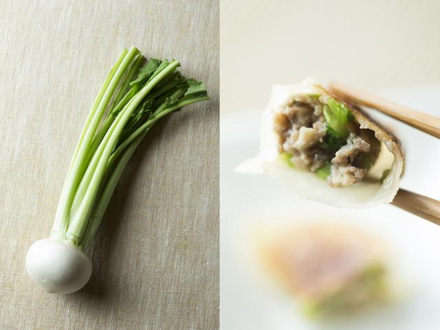 かぶの葉とキノコの軸を入れるジューシーな餃子のレシピ