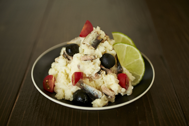 foodieで紹介のお酒のおつまみになるオイルサーディン×ナンプラーのエスニックなポテトサラダのレシピ_1