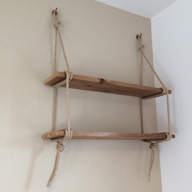 roomclipユーザーがDIYした神棚は日本の伝統的な構造から解き放たれ、ロープや棚板を使ってつくられた神棚はまさかの2段構造_7
