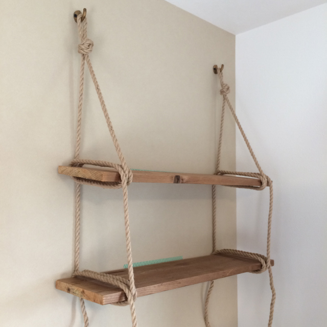 roomclipユーザーがDIYした神棚は日本の伝統的な構造から解き放たれ、ロープや棚板を使ってつくられた神棚はまさかの2段構造_6