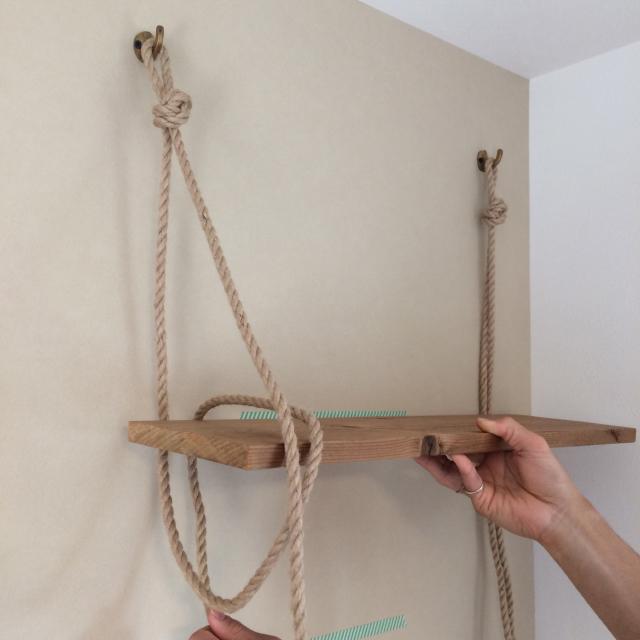 roomclipユーザーがDIYした神棚は日本の伝統的な構造から解き放たれ、ロープや棚板を使ってつくられた神棚はまさかの2段構造_4