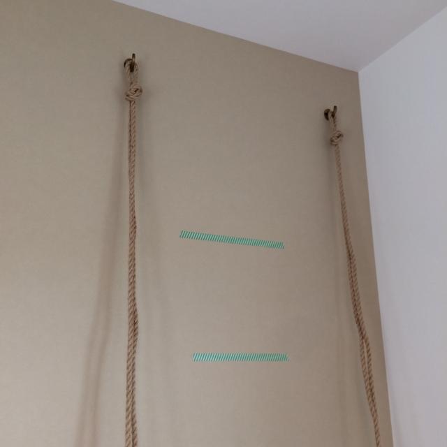 roomclipユーザーがDIYした神棚は日本の伝統的な構造から解き放たれ、ロープや棚板を使ってつくられた神棚はまさかの2段構造_3