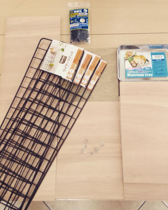 roomclipユーザーが100円ショップで手に入るコンパネやワイヤーラティスを駆使してDIYした傘立て_1