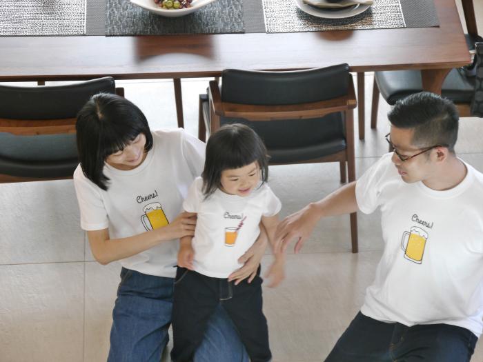 have some funのデザイナー生み出したTie-shirtsは、ふたりで並んだ時にそのコンセプトが分かるようになっている、ちょっと変わったかわいい親子用のペアルックです_4