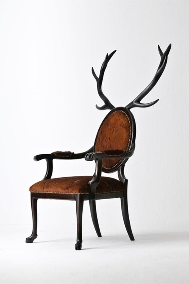 堂々と威厳のあるシカの椅子Hybrid No.1は、まるでハンティングを楽しむ中世ヨーロッパの貴族のような気分にさせてくれるイスです_2