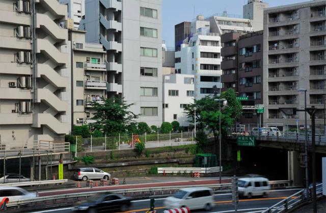 東京のど真ん中に暮らすために遮音とプライバシーを考えたシンプルでミニマルでデザイナーズでおしゃれな銀座の住宅_3