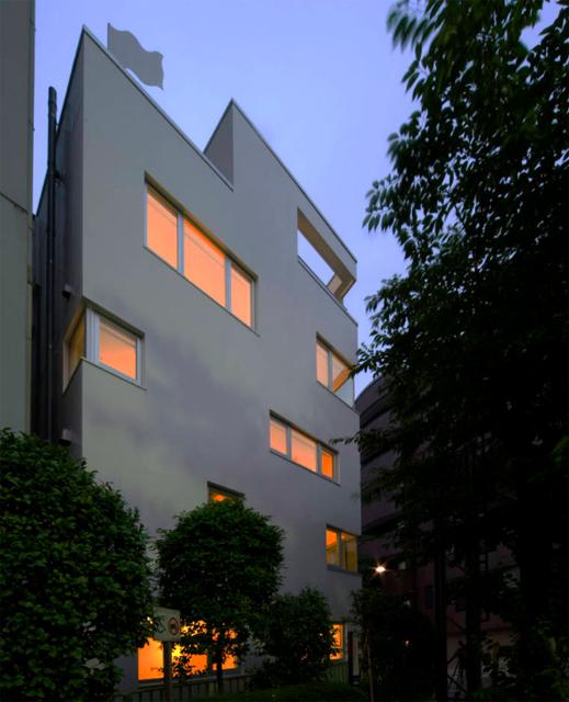 東京のど真ん中に暮らすために遮音とプライバシーを考えたシンプルでミニマルでデザイナーズでおしゃれな銀座の住宅_2