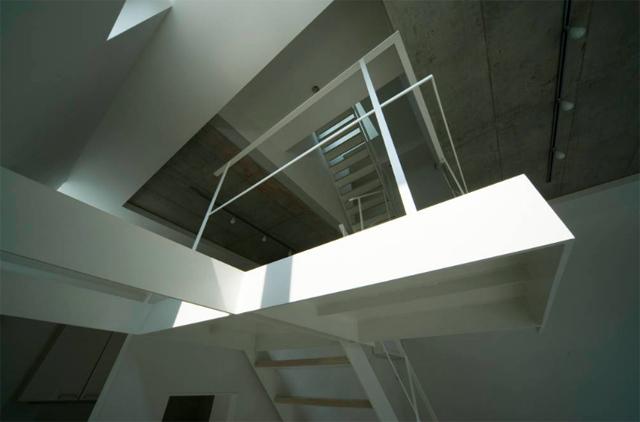 東京のど真ん中に暮らすために遮音とプライバシーを考えたシンプルでミニマルでデザイナーズでおしゃれな銀座の住宅_7