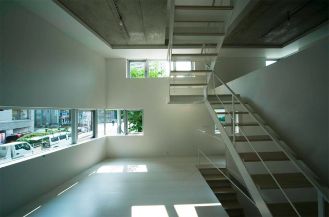 東京のど真ん中に暮らすために遮音とプライバシーを考えたシンプルでミニマルでデザイナーズでおしゃれな銀座の住宅_5