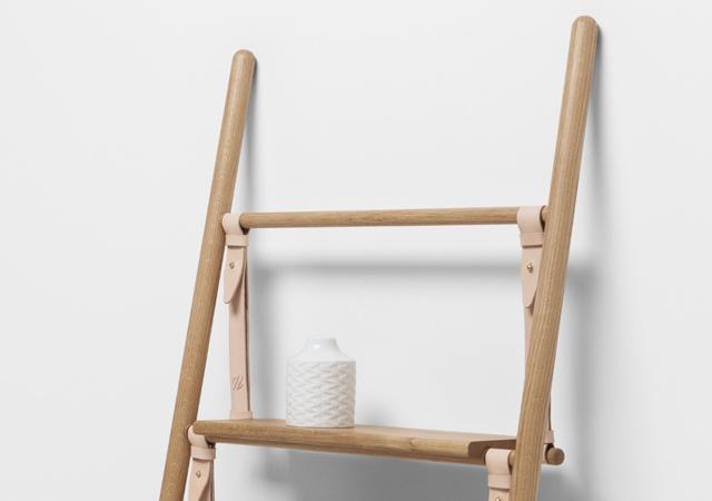 ロンドンの家具作り集団H Furnitureが手掛けるBELTシリーズは木材と革製のベルトを組み合わせた家具で、ラダーとハンガーラックがあります3