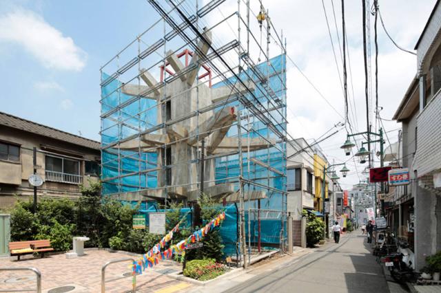 商店街を活性化するツリーハウスのようなおもしろくてデザイナーズな事務所併用住宅の建て替え_3
