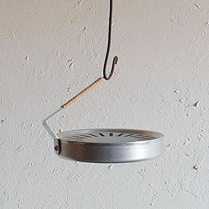 シンプルで美しいミニマルなデザインの蚊取り線香置き