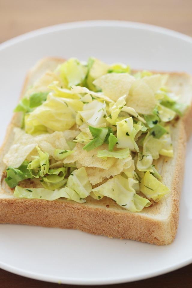 三越伊勢丹ホールディングスが運営する食メディアFOODIEでも紹介されている、日夜パンを食べ歩き、研究している「パンラボ」の池田浩明さんが考案したレシピ、ポテチパン
