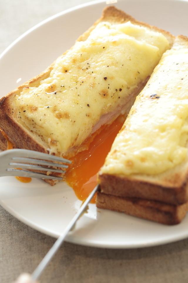三越伊勢丹ホールディングスが運営する食メディアFOODIEでも紹介されている、日夜パンを食べ歩き、研究している「パンラボ」の池田浩明さんが考案したレシピ、クロックマダム