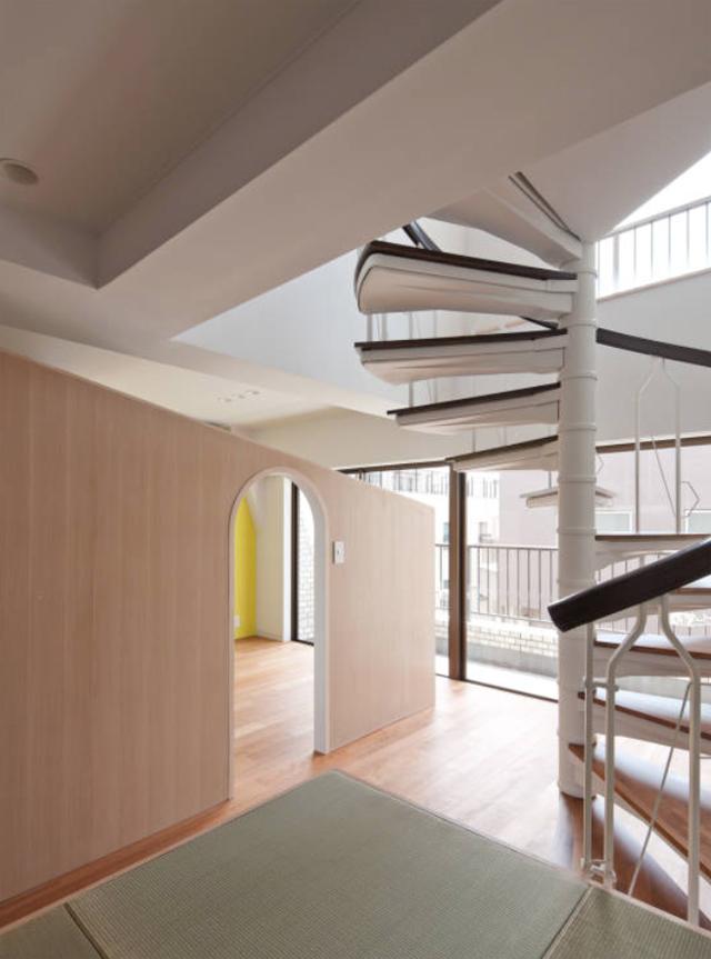 富永大毅建築都市計画事務所によるまだ小さい子どもの部屋をどうするかを解決した素敵なリノベマンション_6