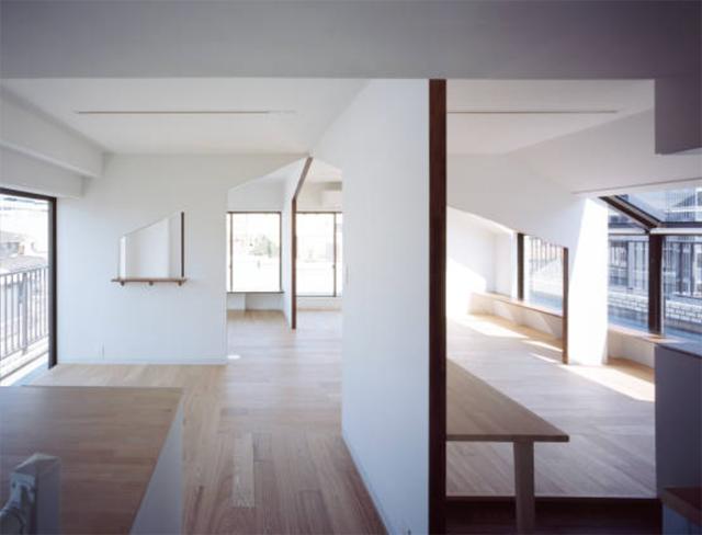 富永大毅建築都市計画事務所によるまだ小さい子どもの部屋をどうするかを解決した素敵なリノベマンション_3