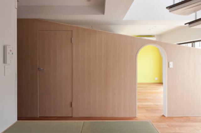富永大毅建築都市計画事務所によるまだ小さい子どもの部屋をどうするかを解決した素敵なリノベマンション_7