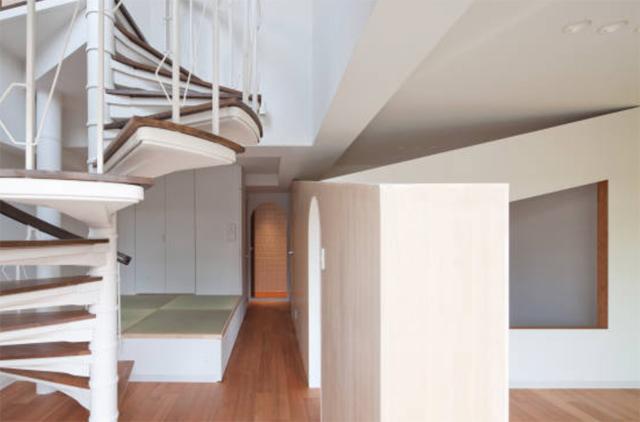 富永大毅建築都市計画事務所によるまだ小さい子どもの部屋をどうするかを解決した素敵なリノベマンション_8