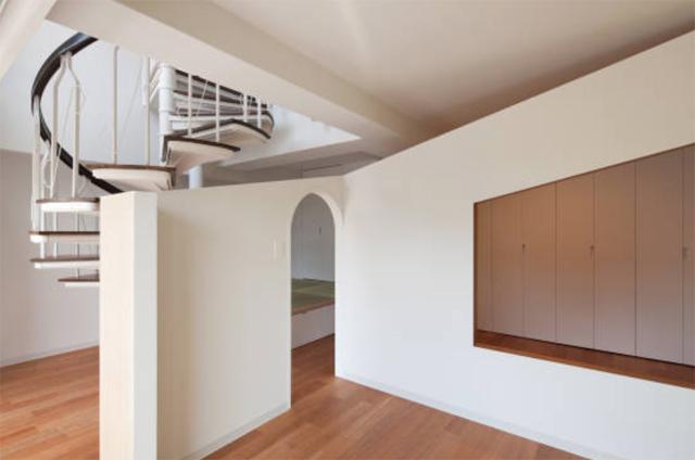富永大毅建築都市計画事務所によるまだ小さい子どもの部屋をどうするかを解決した素敵なリノベマンション_9