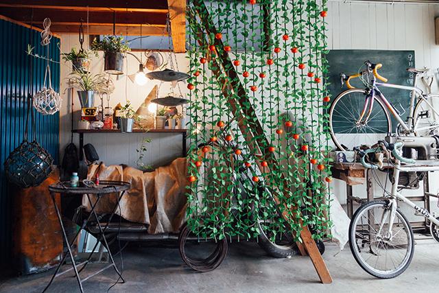 杉並区で、思い出を引き継ぐアートで秘密基地のようなセルフリノベーションのフライングタイガーの雑貨や苔玉