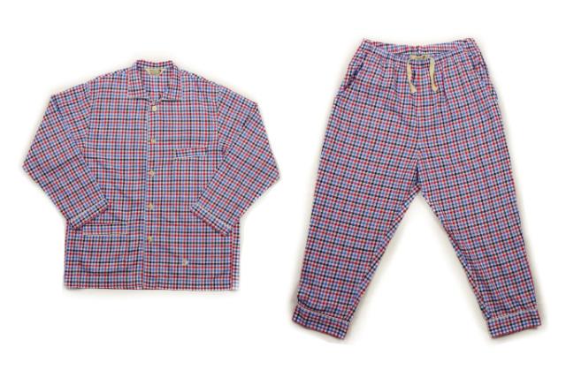 爽やかな色味だと初めての方でも取り入れ易いトリコロールチェック柄のvillons'sのパジャマには、パジャマケースもついているので旅行に便利