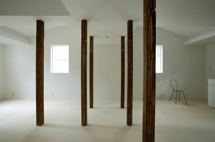 柱、柱、柱…! 白樺林のような木...