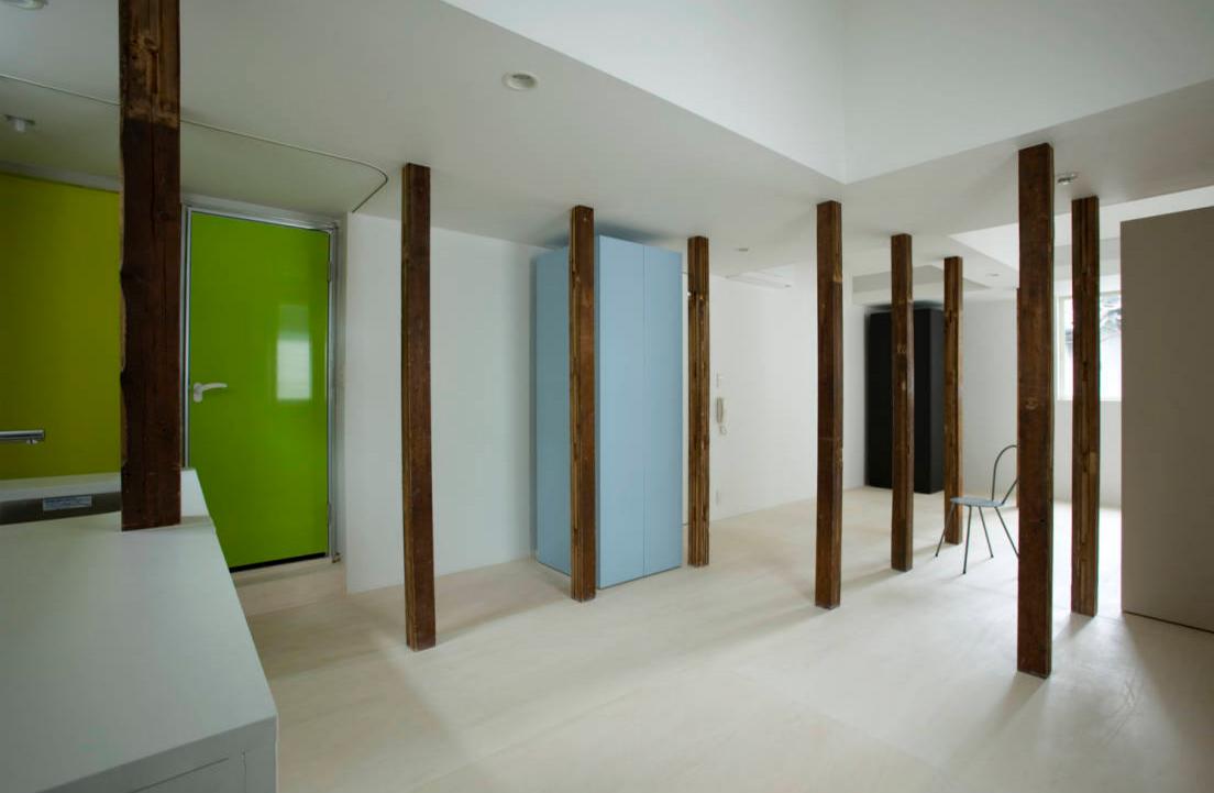 池田雪絵建築設計事務所による、東京都中野区の増築を重ねた木造2階建てのアパートのリノベーション_2
