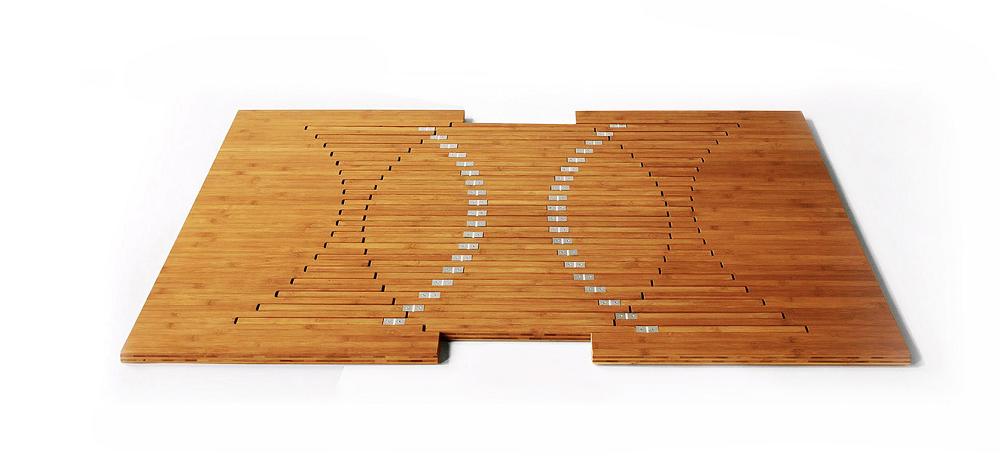 オランダ人デザイナーのRobert Van Embricqs氏がデザインしたテーブルRising Tableは、1枚のフラットな板がダイニングテーブルに変身します_2