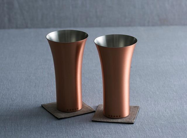 arigatogivingがお送りする銅製のタンブラーは熱伝導効率が高いため保温性に優れ、また冷たいタンブラーからの爽快感も味わえる