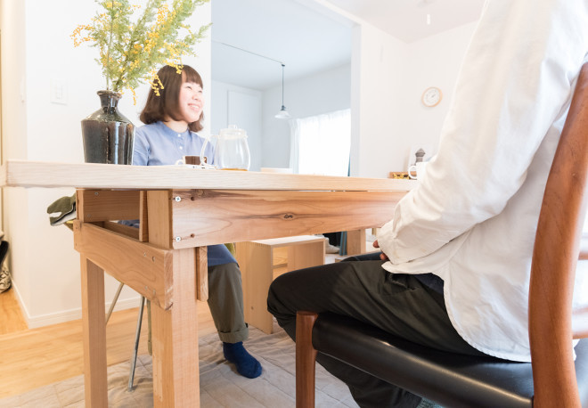 無垢材リノベーションであるgood roomのTOMO'Sに暮らすセンスが良くおしゃれなインテリアの部屋のDIYテーブル