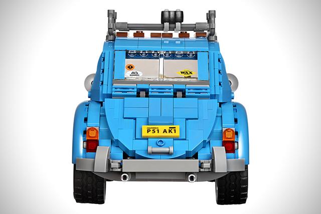 LEGO製のフォルクスワーゲン、ビートルタイプ1は1167個のピースでできており、非常に精巧な作りで、しかもAmazonで買うとトレーラーとベスパが付いてくるのがうれしい。日本のアマゾンにて、ただいま予約受付中。6