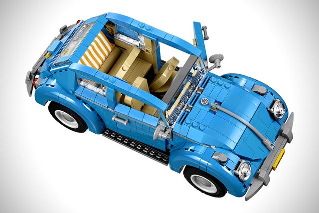 LEGO製のフォルクスワーゲン、ビートルタイプ1は1167個のピースでできており、非常に精巧な作りで、しかもAmazonで買うとトレーラーとベスパが付いてくるのがうれしい。日本のアマゾンにて、ただいま予約受付中。3