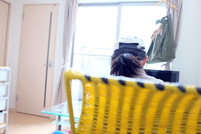 学芸大学に住むファッショニスタのおしゃれで古着屋のような部屋の仕事机