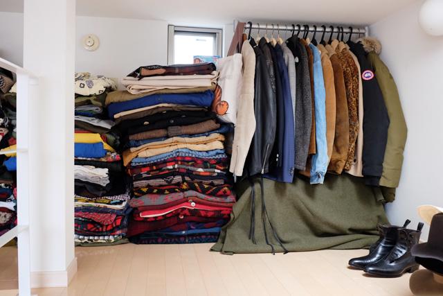学芸大学に住むファッショニスタのおしゃれで古着屋のような部屋の服の収納_2