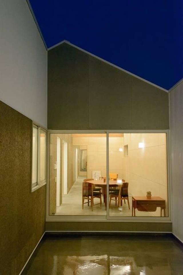 風景のある家.LLCによる安く明るくおしゃれな住居兼工房の革工房の音色_5