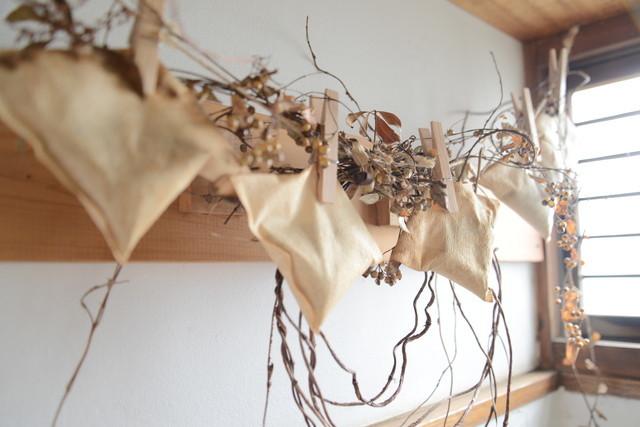 東京の立川でアートとクラフトに囲まれた古民家でおしゃれでナチュラルに暮らす家族_17