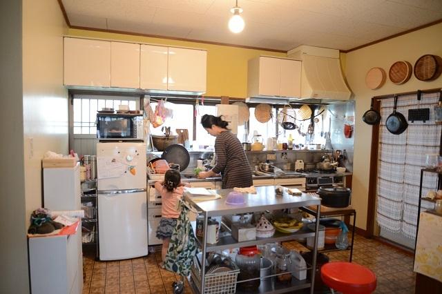 東京の立川でアートとクラフトに囲まれた古民家でおしゃれでナチュラルに暮らす家族_6