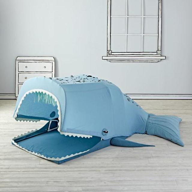 まるでピノキオにでてくるクジラのような大きなクジラのプレイハウスは、かわいくて秘密基地好きなキッズに大人気1