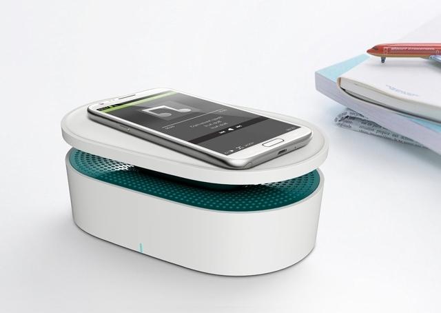 スマートフォンを置くだけで音楽を再生できるOAXIS社の「BENTO」は、電磁誘導センサーがスマホから流れた音を感知する仕組み。そしてそれを拡大する仕組みになっているので、Bluetoothすら必要なくワイヤレスでスピーカーから音楽を流せます3