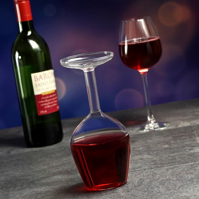 まるでワイングラスを逆さまにしたようなデカンタUpside Down Wine Glassはホームパーティーや普段のよく宅に、ちょっとした驚きをもたらす、かっこよくててオシャレで便利なデカンタですtop